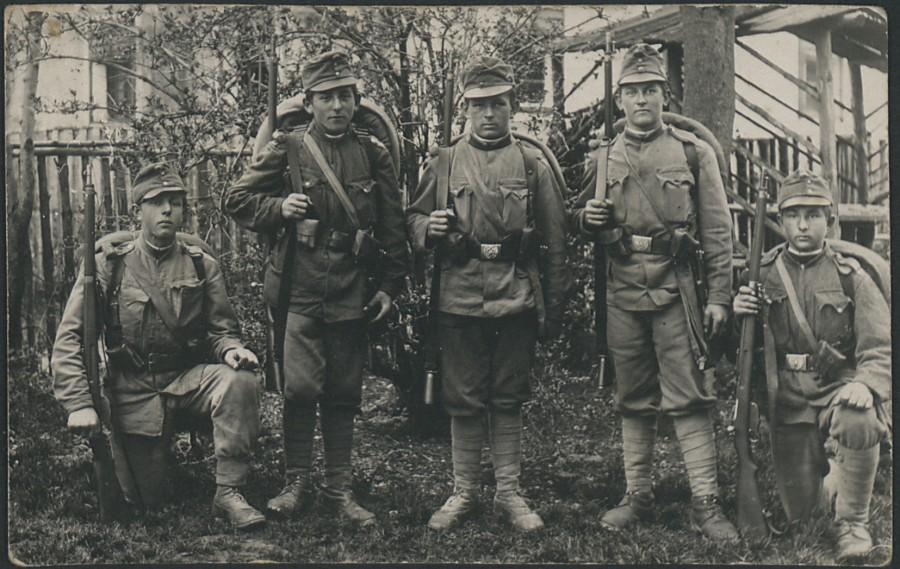Junge Krieger ( 2. von links ist Joso Sepp Unterbach, Jahrgang 1900, 1916 eingerückt in den Weltkrieg )